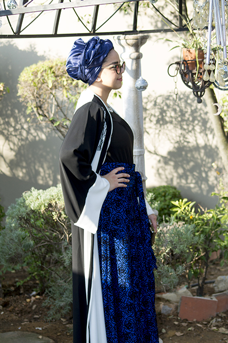 Monochrome abaya with blue skirt02 edit