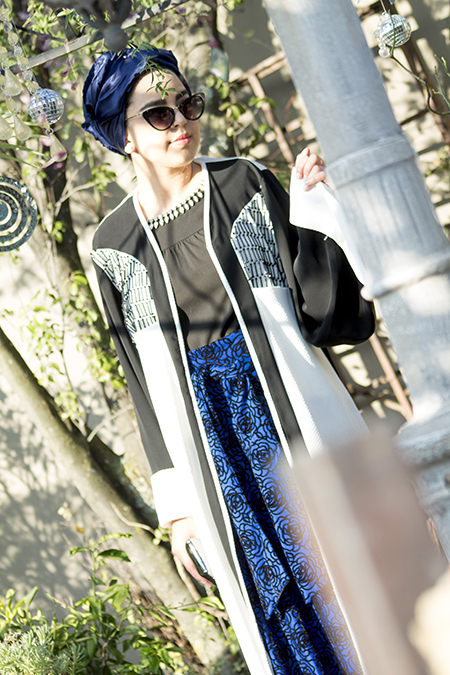 Monochrome abaya with blue skirt04 edit