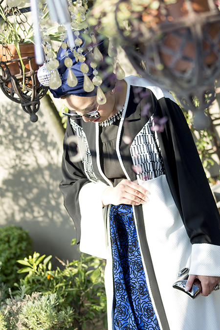 Monochrome abaya with blue skirt06 edit