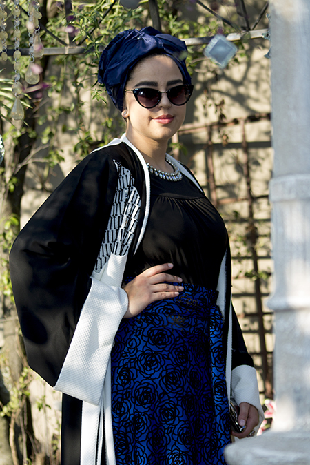 Monochrome abaya with blue skirt07 edit
