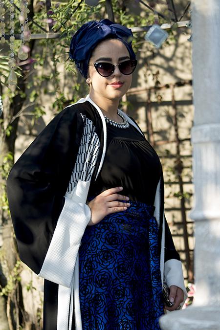 Monochrome abaya with blue skirt07 edit