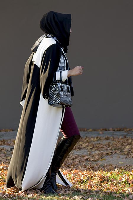 Monochrome abaya with burgandy pants04 edit