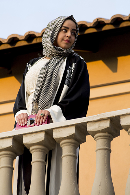 Monochrome abaya with lace and pink01 edit