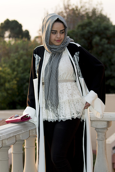 Monochrome abaya with lace and pink04 edit