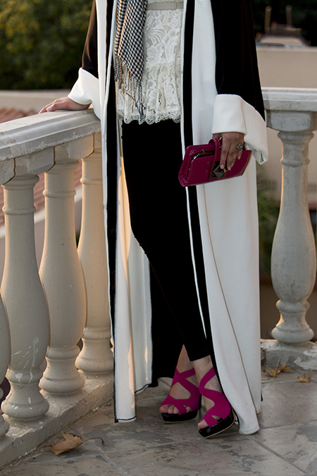 Monochrome abaya with lace and pink05 edit