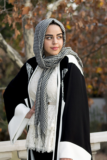 Monochrome abaya with lace and pink06 edit