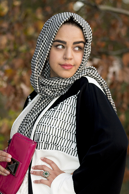 Monochrome abaya with lace and pink09 edit